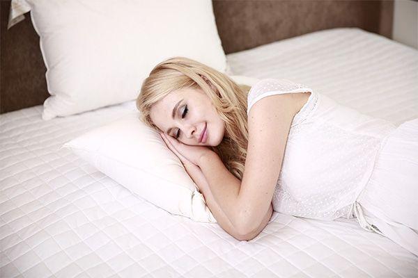 es bueno quitarse la protesis dental para dormir